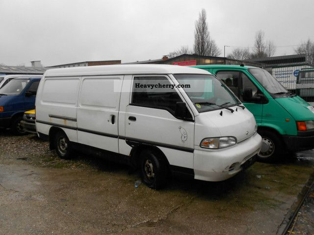 1999 Hyundai  H 1 \ Van or truck up to 7.5t Box-type delivery van - long photo