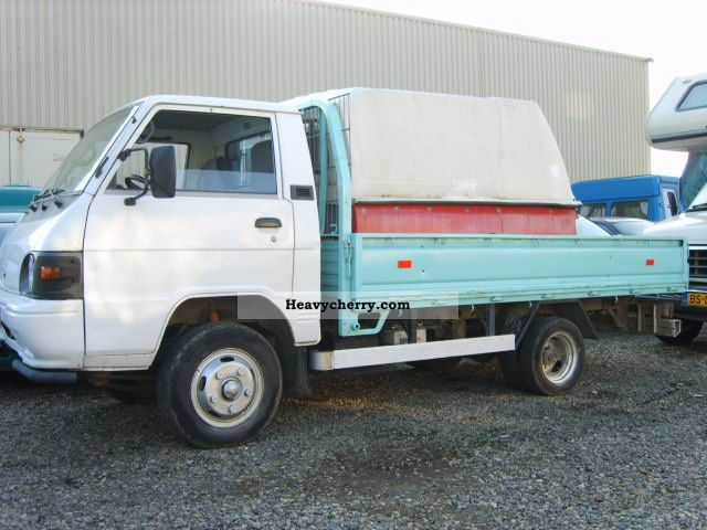 1996 Hyundai  H 100-200 flatbed Van or truck up to 7.5t Stake body photo
