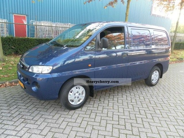 2002 Hyundai  H 200 2.5 TD! BJ: 2002! AIRCO! gesloten bus! Van or truck up to 7.5t Box-type delivery van photo