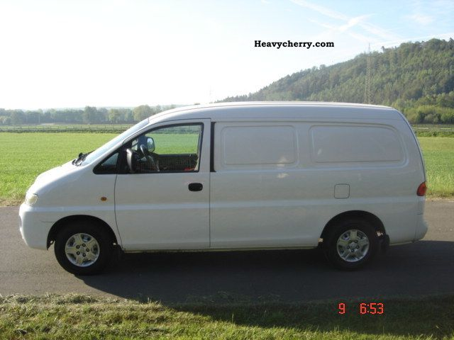 Hyundai H 1 Sv 2 5 Td 2003 Box Type Delivery Van Photo And Specs