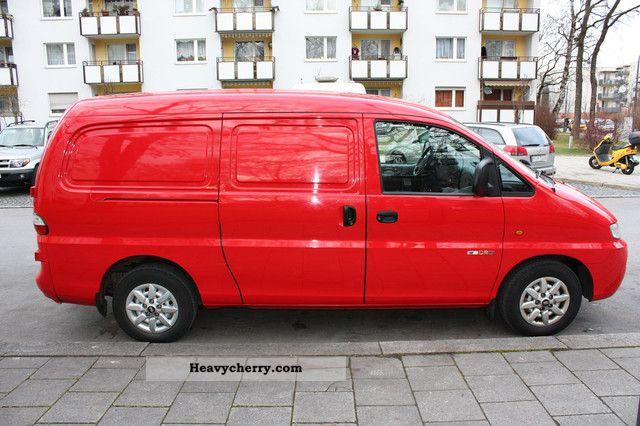 2005 Hyundai  H 1 2.5 CRDI Van or truck up to 7.5t Box-type delivery van photo