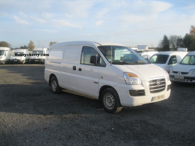 2007 Hyundai  FG H1 HYUNDAI H-1 140CV PACK CD CLIM ATT Van or truck up to 7.5t Box-type delivery van photo
