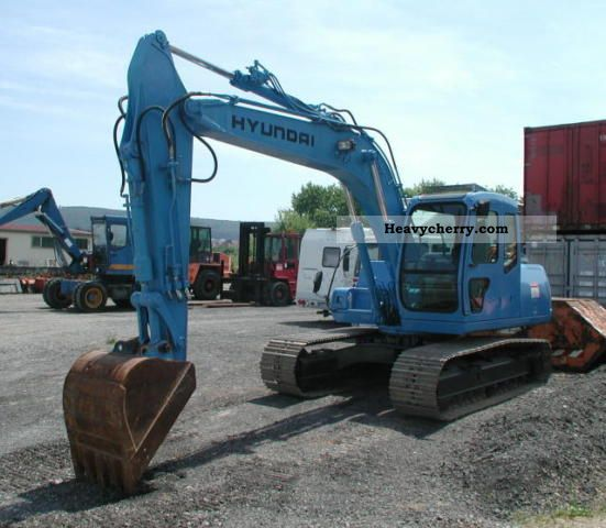 2001 Hyundai  130 LC-3 Construction machine Caterpillar digger photo