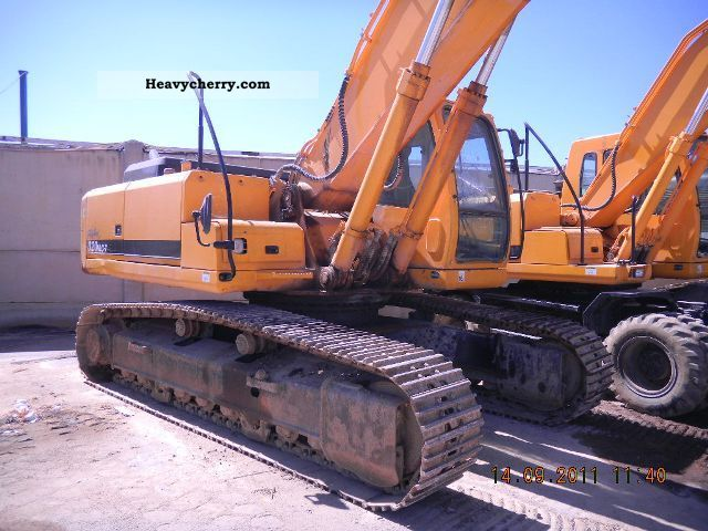 2006 Hyundai  320NLC Construction machine Caterpillar digger photo