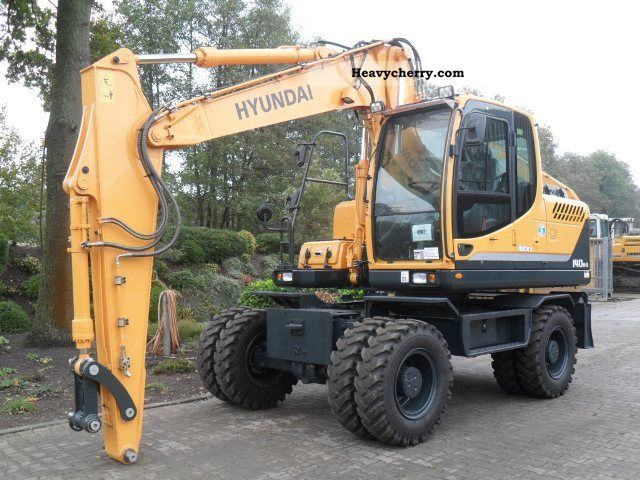 2010 Hyundai  140W-9 Construction machine Mobile digger photo