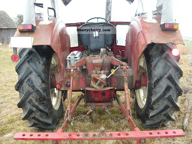 1973 IHC  553 S Agricultural vehicle Tractor photo