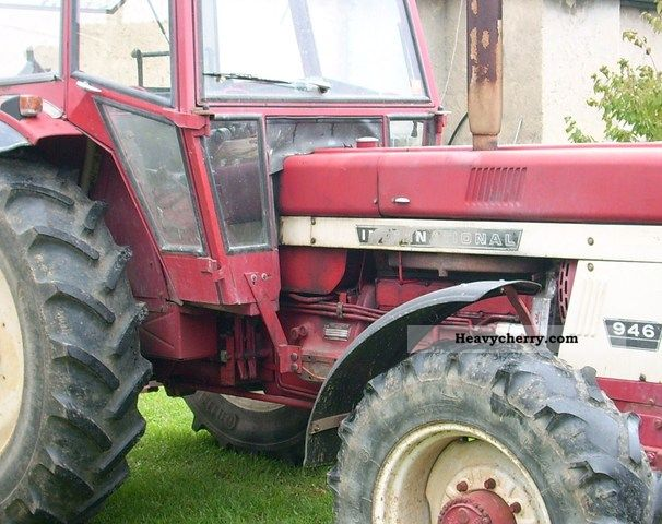 1975 IHC  946 wheel Agricultural vehicle Tractor photo