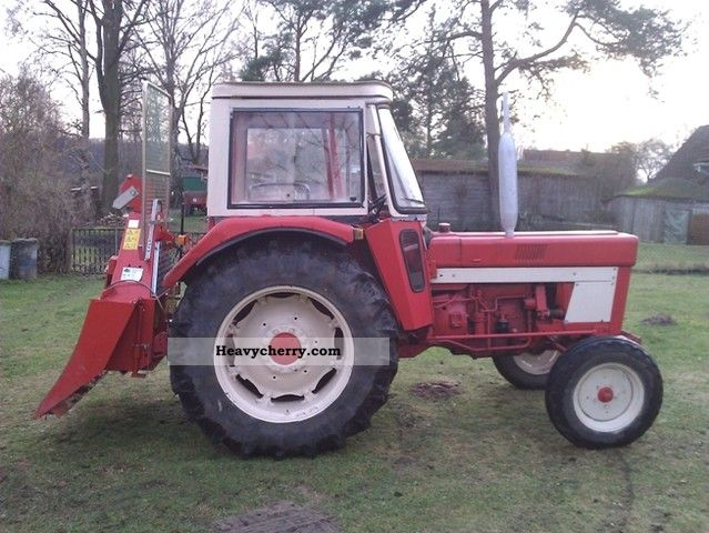 1975 IHC  744 S Agricultural vehicle Tractor photo