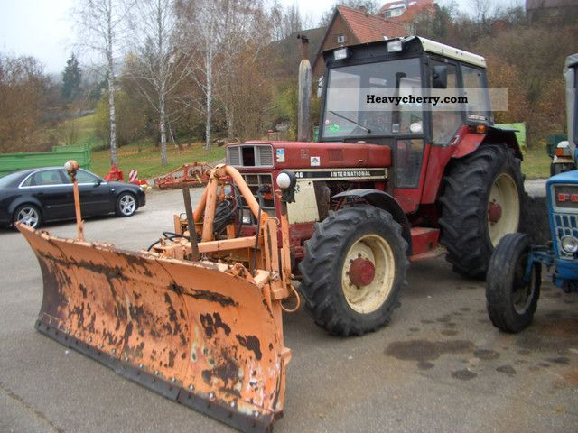 1976 IHC  AS 946 with snow plow Schmidt 3m Agricultural vehicle Tractor photo