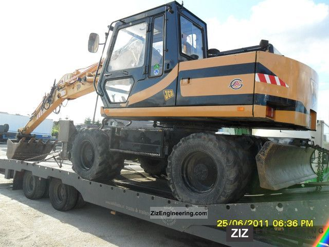 2011 JCB  130w Construction machine Mobile digger photo