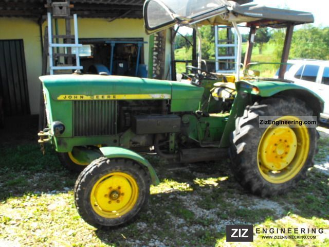1968 John Deere  820S Agricultural vehicle Tractor photo