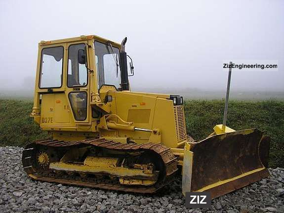 2011 Komatsu  BULLDOZER D37 Construction machine Combined Dredger Loader photo