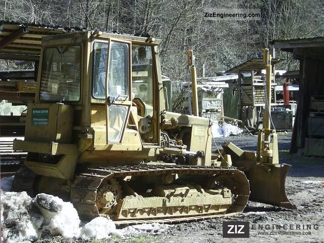 1985 Komatsu  D31 P17 Construction machine Dozer photo
