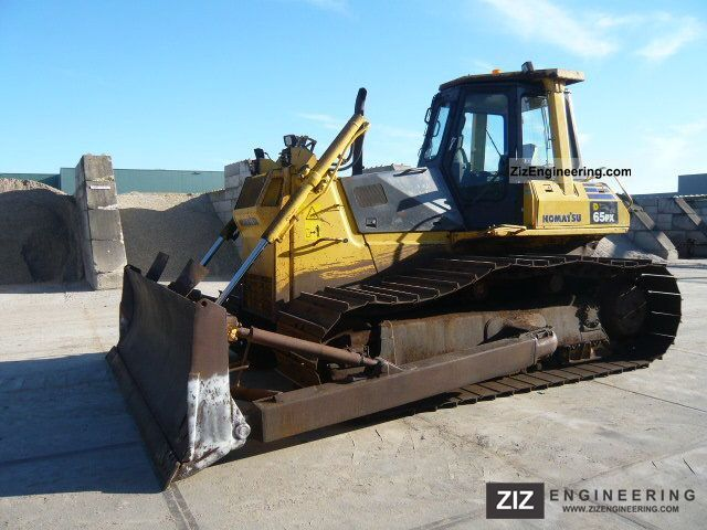 2001 Komatsu  D65PX12 Construction machine Dozer photo