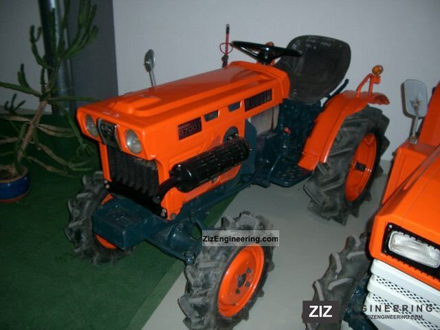 2011 Kubota  B7001 Agricultural vehicle Tractor photo