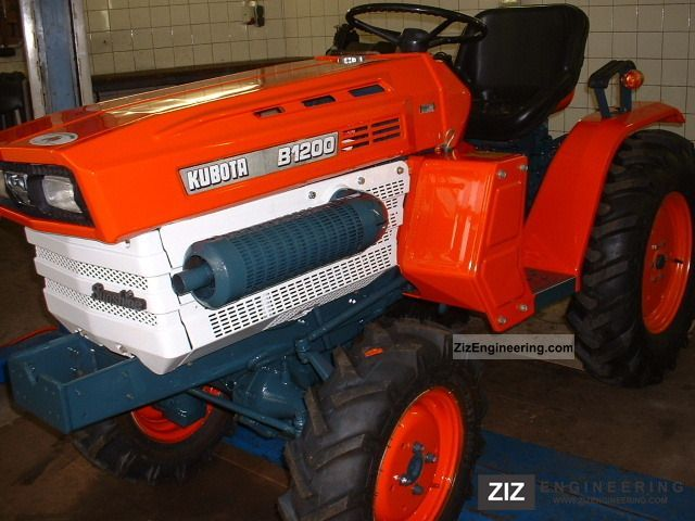 2011 Kubota  Eff.Jahreszins B * 1200 wheel Fin.ab3, 99% Agricultural vehicle Tractor photo