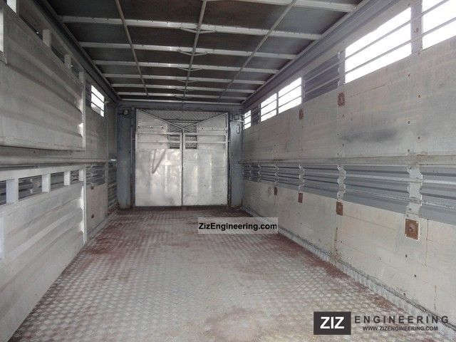 Lafaro 1 floor tandem rebuilt 2000 cattle truck trailer for Tandem flooring