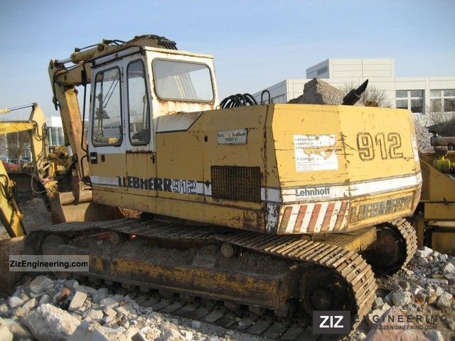 1982 Liebherr  912 Construction machine Caterpillar digger photo