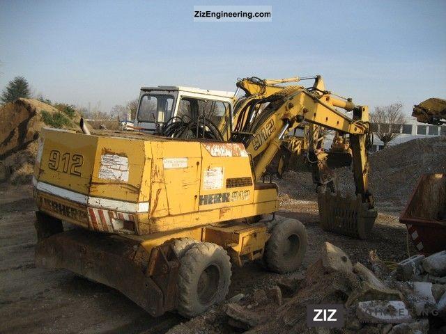 1984 Liebherr  912 Construction machine Mobile digger photo
