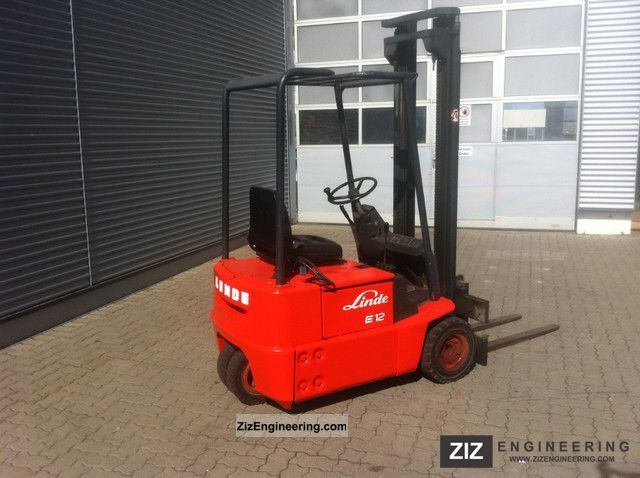 1982 Linde  E12, 1200kg lift capacity, and battery charger with Forklift truck Front-mounted forklift truck photo
