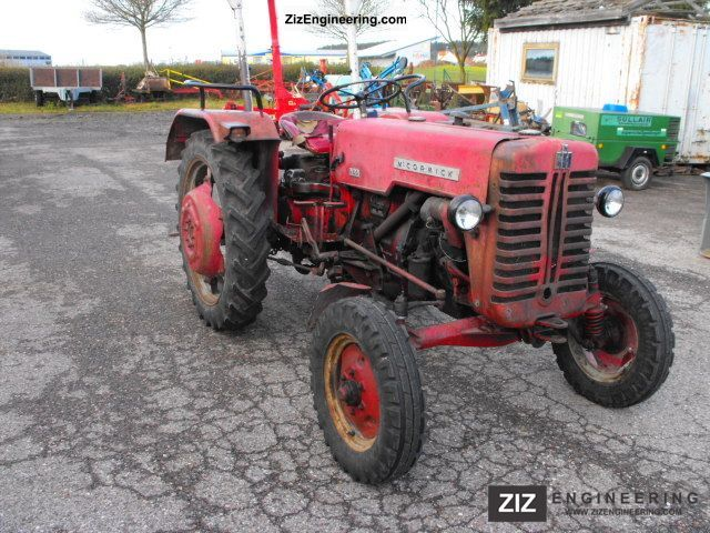 1961 McCormick  D320 Agricultural vehicle Tractor photo