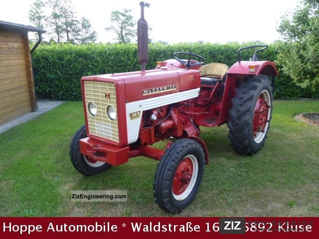 1969 McCormick  IHC D 323 Agricultural vehicle Tractor photo