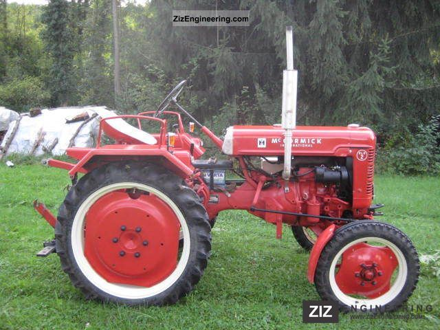 1954 McCormick  DLD 2 Agricultural vehicle Tractor photo