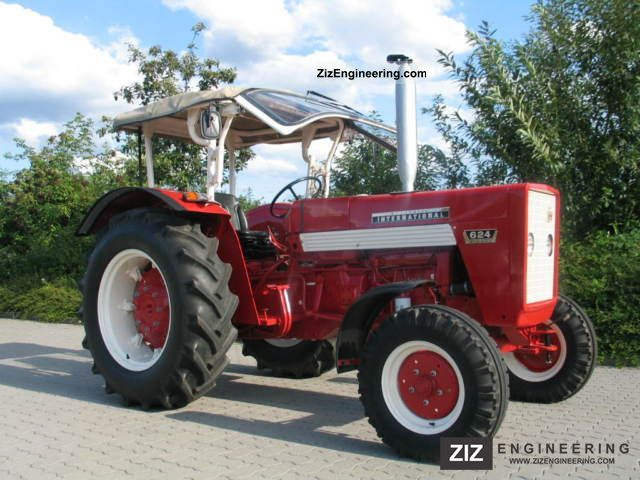 1966 McCormick  IHC 624 Agricultural vehicle Tractor photo