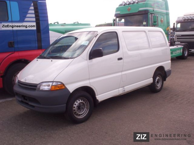 Toyota Hiace 2 4 4d 2000 Box Type Delivery Van Photo And Specs