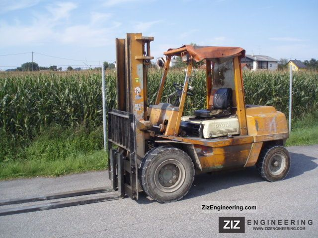 1985 Toyota  02-3 FD 40 - DIESEL Forklift truck Front-mounted forklift truck photo