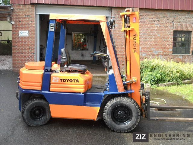 1989 Toyota  FD F 25 02 5 Forklift truck Front-mounted forklift truck photo
