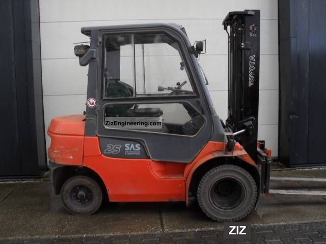 2004 Toyota  7FDF25 2004, diesel, 2.5 ton Forklift truck Front-mounted forklift truck photo