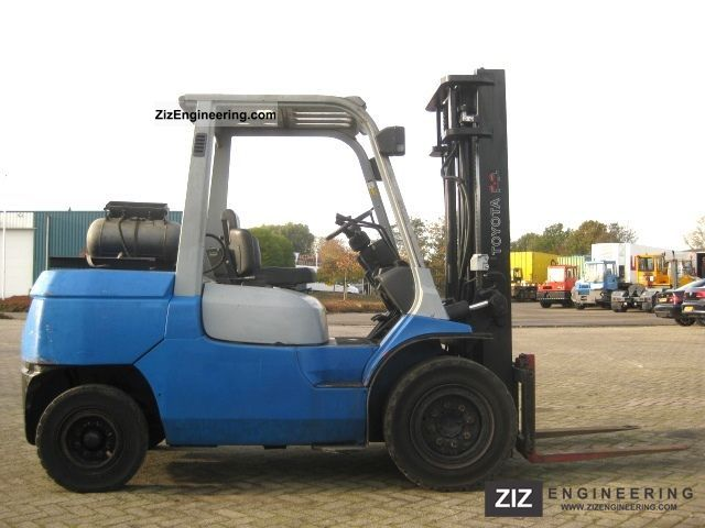 2001 Toyota  02-7FGF45 Forklift truck Front-mounted forklift truck photo