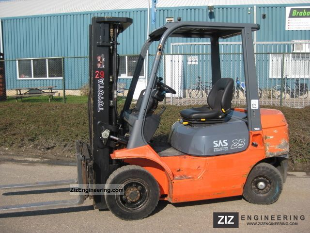 2002 Toyota  7FD25 Forklift truck Front-mounted forklift truck photo
