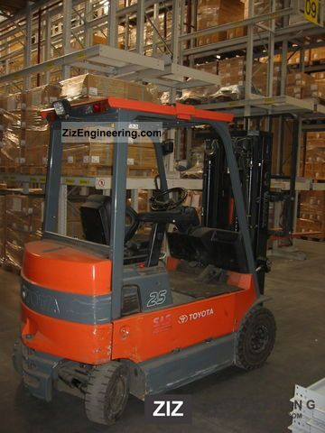 2004 Toyota  7FBMF 25 Forklift truck Front-mounted forklift truck photo