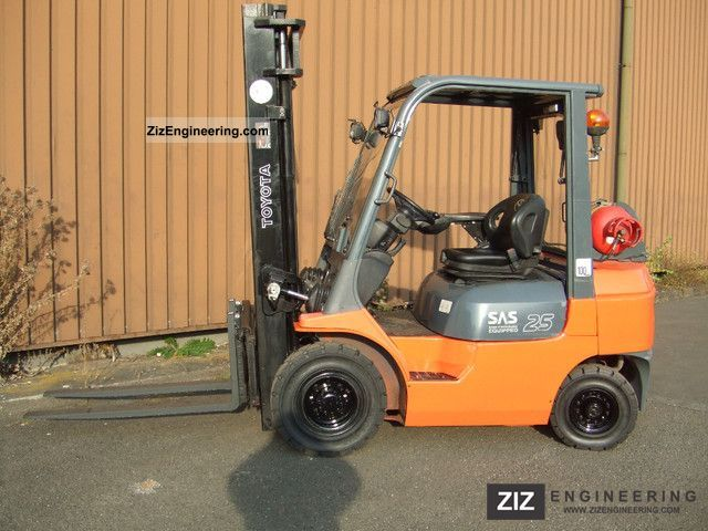 2007 Toyota  42-7FGF25 Forklift truck Front-mounted forklift truck photo