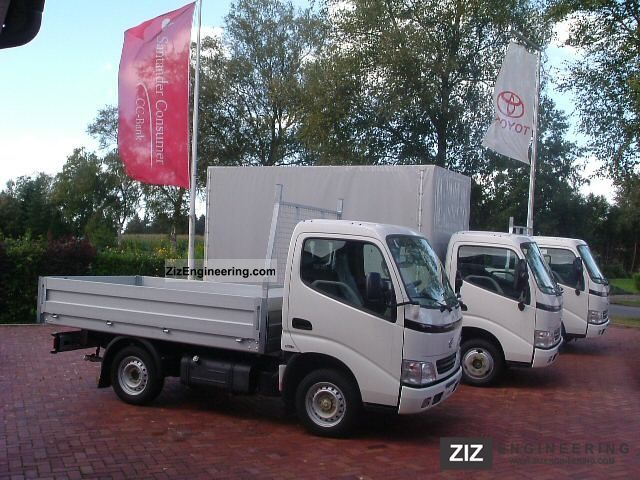 Toyota Dyna S  100  2011 Stake Body Truck Photo And Specs
