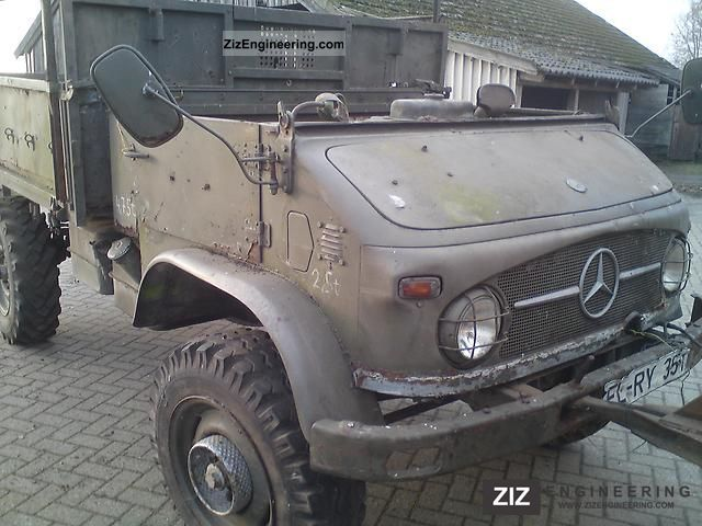 Unimog 404 S 1967 Stake body Truck Photo and Specs