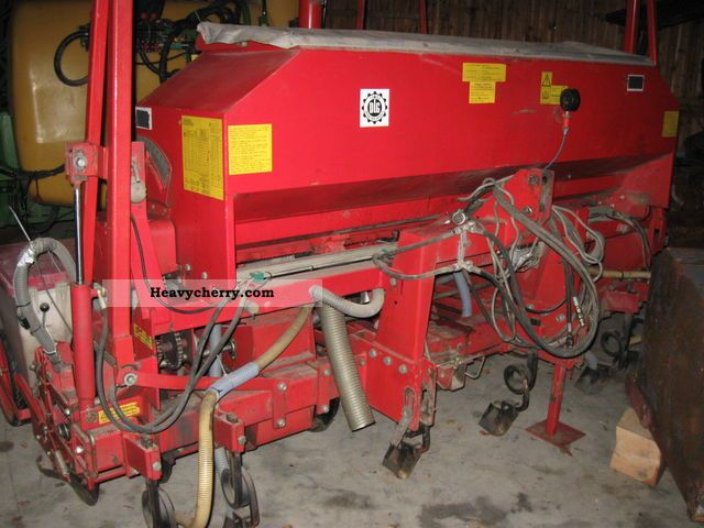 2003 Becker  T 6 Agricultural vehicle Seeder photo