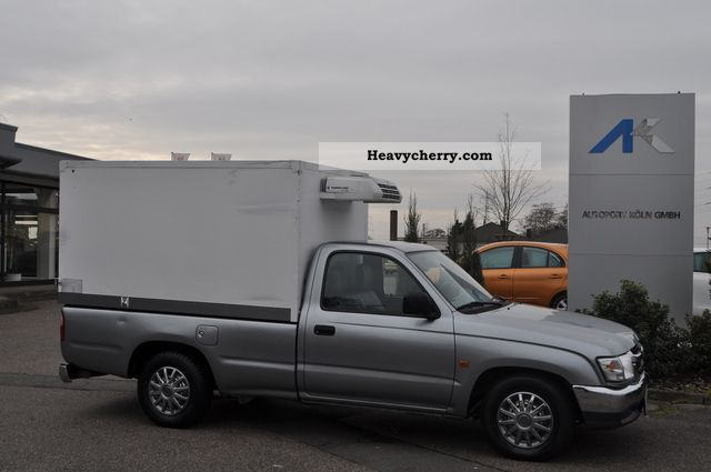 2005 Toyota  * Hilux Refrigerated / Themo King * Van or truck up to 7.5t Refrigerator body photo