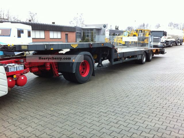 2004 Broshuis  Type 31N5-EU Semi-trailer Low loader photo