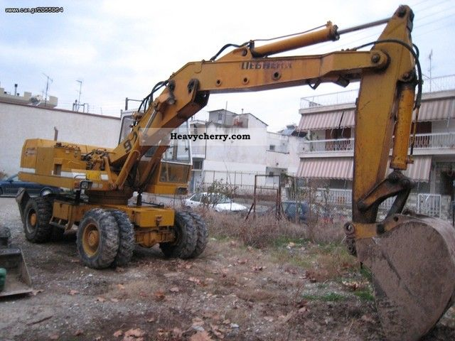 1980 Liebherr  921 C Construction machine Mobile digger photo