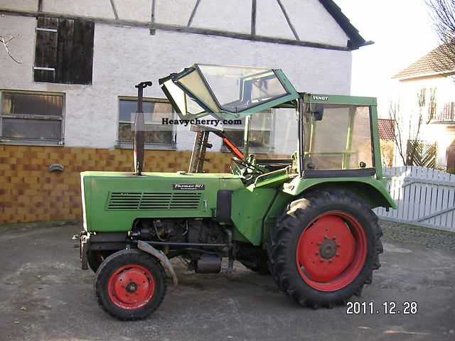 1973 Fendt  102 S Agricultural vehicle Tractor photo