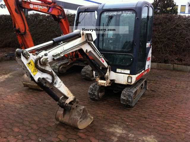 2005 Bobcat  322 G chassis outriggers 1.6 to Construction machine Mini/Kompact-digger photo