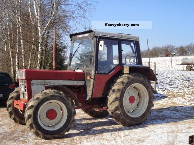 1981 IHC  844 AS Agricultural vehicle Tractor photo