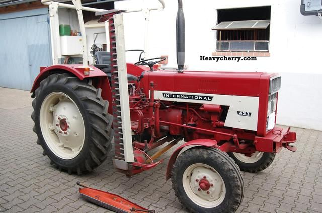 1974 IHC  423 Agricultural vehicle Tractor photo