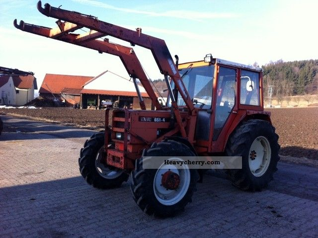 1974 Claas  Renault 651-4 with front loader Agricultural vehicle Tractor photo