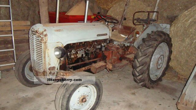 1957 Agco / Massey Ferguson  MF 35 / FE 35 Agricultural vehicle Tractor photo