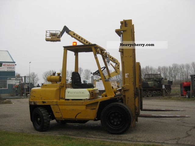 1994 Toyota  FD45 Forklift truck Front-mounted forklift truck photo