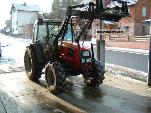 2003 Agco / Massey Ferguson  Agco 2210 Agricultural vehicle Tractor photo